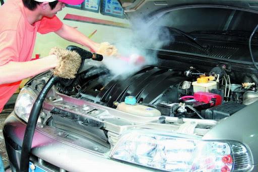 Як правильно помити двигун автомобіля